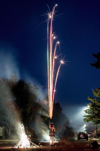 Roman Candle Fireworks Fourth Of July Night Firework Display Sparks Firework - Man Made Object Exploding Long Exposure Celebration Event Illuminated Motion Blurred Motion Firework Glowing Arts Culture And Entertainment Low Angle View Smoke - Physical Structure Sky Outdoors Sparkler No People