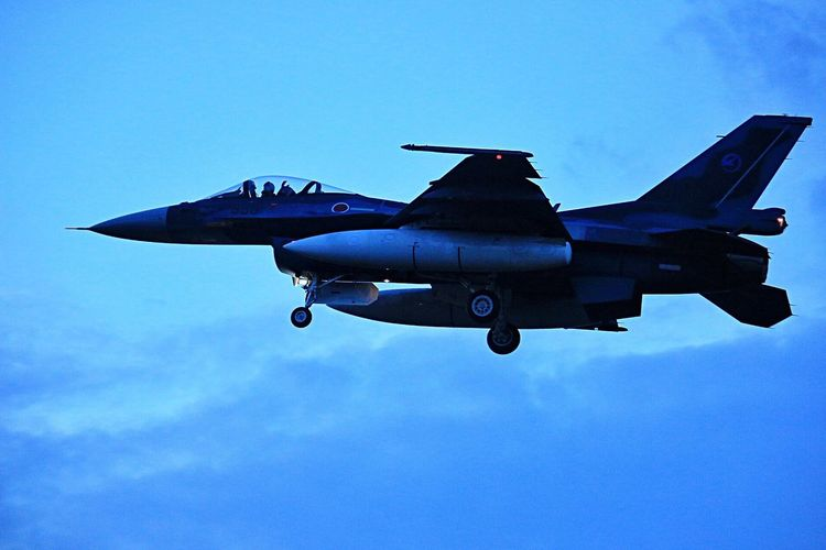 ナイトのF-2もカッコよすぎます✨✨😊👍✨💕 Airplane Flying Sky Blue Fighter Plane Air Force EyeEm Best Shots 航空自衛隊 連投すいません🙏