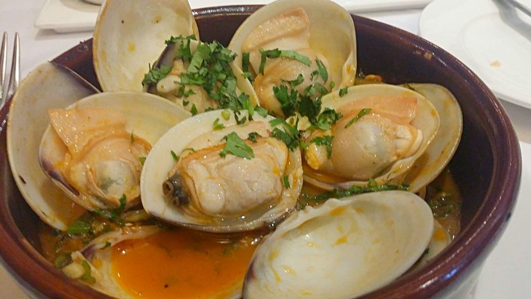 Clams in chili and garlic sauce Seafood In My Mouf Portugese Food Food Porn