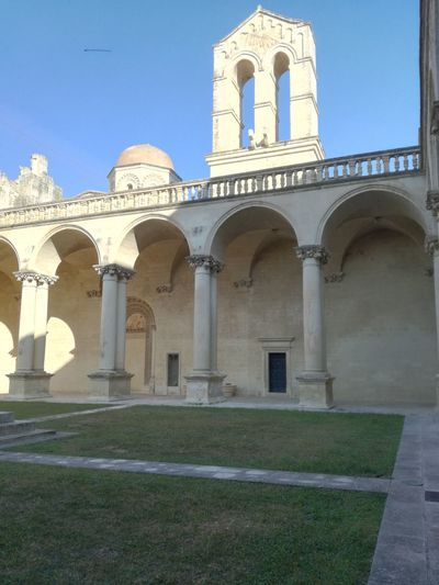 The beautiful garden of the Literature department at the university in the past, this building was a monastery. Garden Photo Photography Apulia Italy Italia Puglia Sunnyday☀️ Nice Photography Blue Sky And Clouds Monastery Arch Architecture Monks Ancient Architecture Ancient History Nice View King - Royal Person Place Of Worship Arch City History Architecture Catholicism Mausoleum Entryway Historic Cross Cathedral