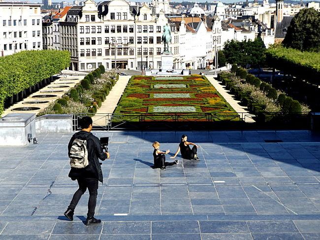 Act 3. Video Director Young Adult Dance Duo Togetherness Public Places Visitbrussels Front View Streetphotography Showing Emotion City Life City Day Light And Shadow Garden Mouvement Artistique Movement In The Picture Public Space Contrast Group Of People Stairs Two Is Better Than One