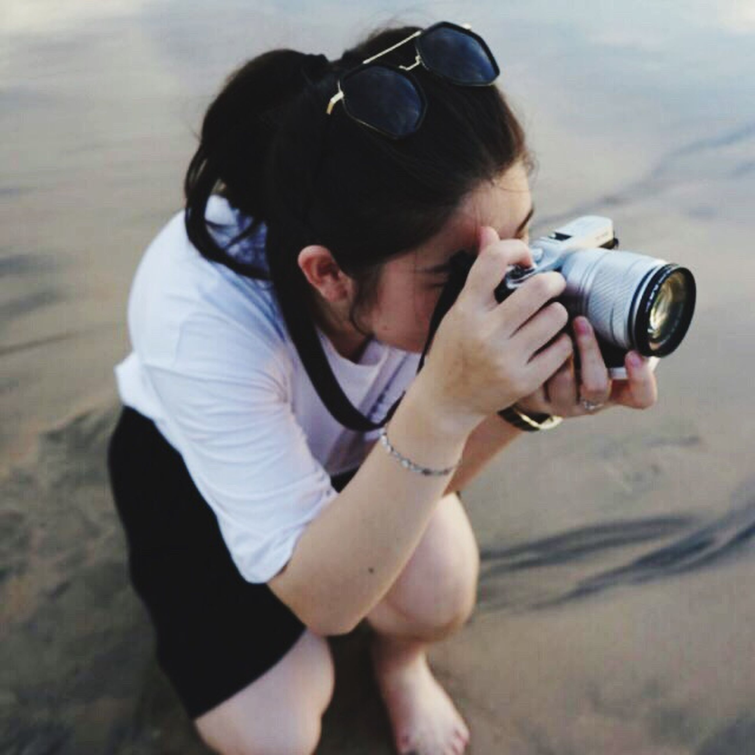 photography themes, camera - photographic equipment, photographing, real people, one person, photographer, leisure activity, outdoors, casual clothing, day, technology, digital single-lens reflex camera, slr camera, young adult, full length, medium-length hair, women, young women, adult, people, adults only