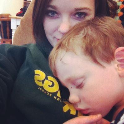 Sleepy boy cuddles! Nanny Aupair Toddler  Sleepyhead lovethis socute chicago canadian handsomeboy 😴💙