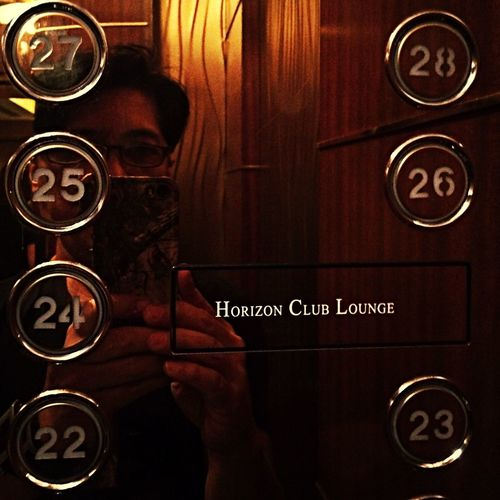 Lift snap to Horizon Club Lounge Makati Shangri-la Dayoff Getaway Snaphappy Family Affair