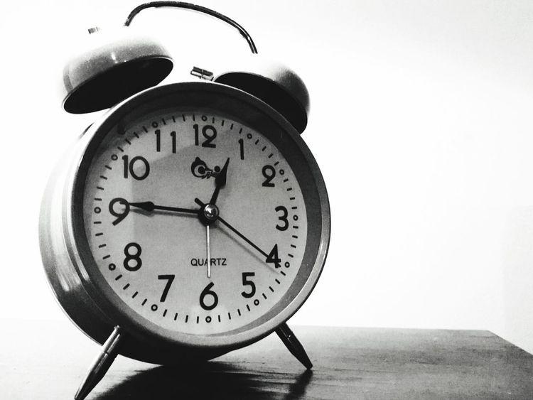 AlarmClock Retro Blackandwhite Quartz Time