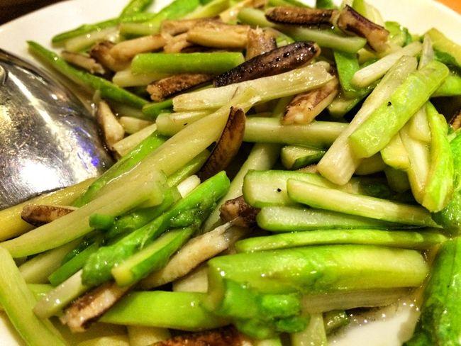 上海蟹の足とアスパラガスの炒め