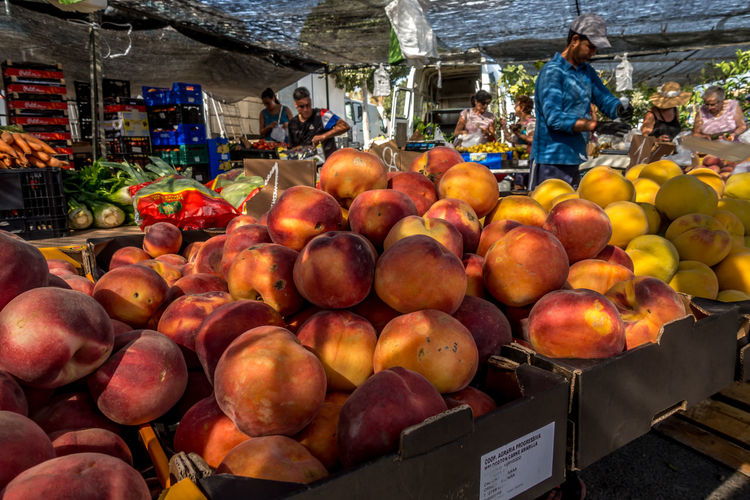 Healthy Eating Food And Drink Fruit Wellbeing Food Market Stall Freshness Retail  Market Choice For Sale Apple - Fruit Large Group Of Objects Business Day Variation Incidental People Vegetable Real People Sale Retail Display Roquetas De Mar Street Market SPAIN Almería