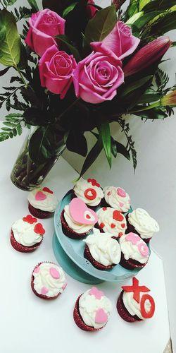 Valentinesday Valentinescupcakes Cupcakes Xo Loveisintheair Hearts Roses Pink Roses Sweet Food Flower Dessert Indulgence Freshness