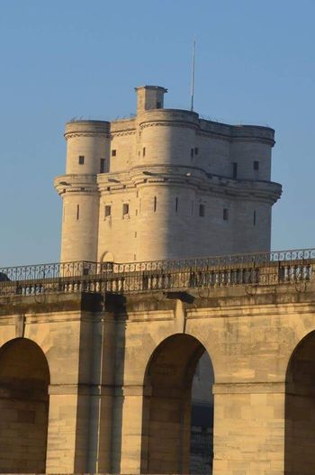 Vu de l'extérieur du Château de Vincennes History Travel Architecture Travel Destinations Built Structure Castle Sky Fortified Wall Fort Outdoors Day No People Tour Tower Vincennes Château