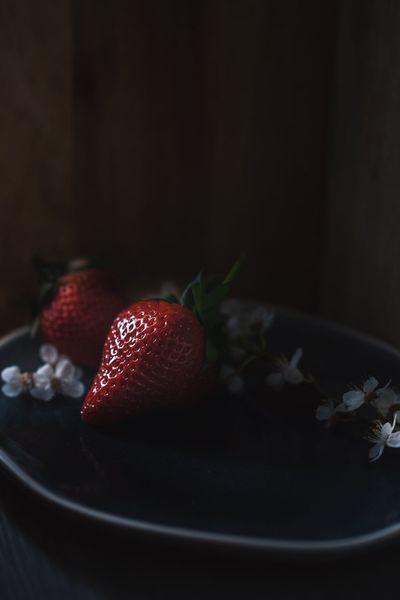 Red queen plate Food And Drink Food Fruit Freshness Healthy Eating Indoors  Close-up Berry Fruit Wellbeing No People Strawberry Still Life Plate Sweet Food Table Red Sweet Dessert Herb Ready-to-eat