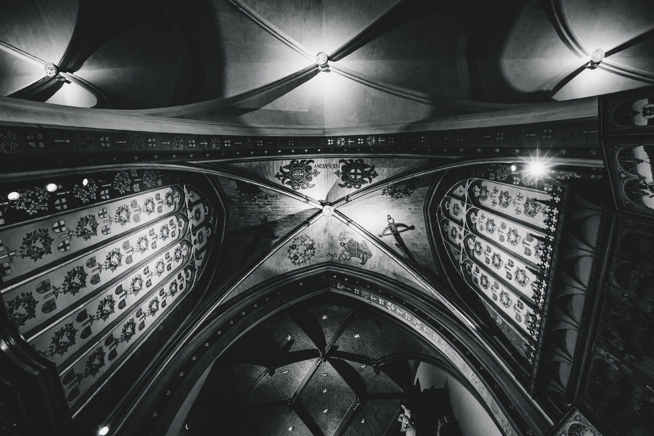 LOW ANGLE VIEW OF ILLUMINATED CEILING OF CATHEDRAL