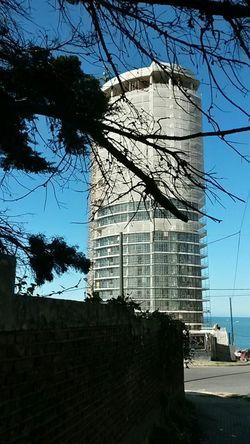 Torres de Pelli. La primera en nacer. Alberti y la costa. MdP Buldings Edificios