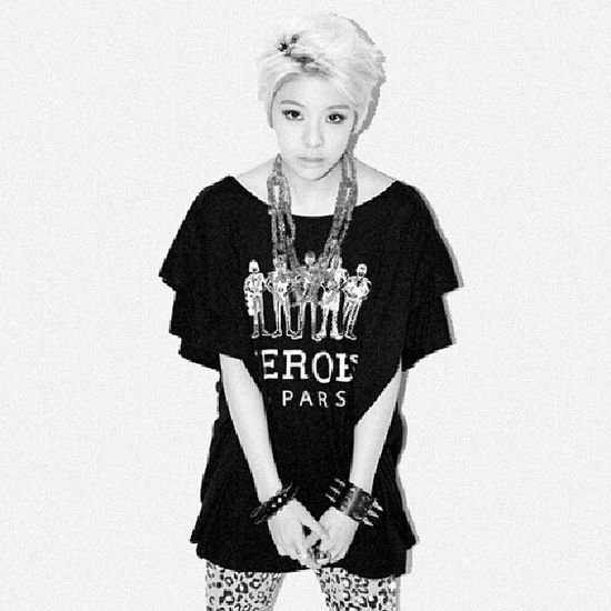 Amber LetAmberSing she should get more lines in fx 's new album !