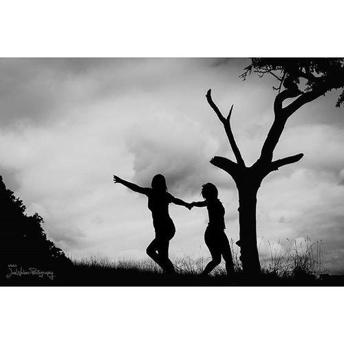 Janweber .photography Cloudybuthappy Wetteristbloed Ersterinstagrammpost Wolkig Happy Girls Dancing