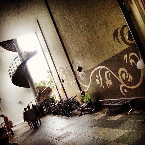 """""""The crack in between Novena Square & Square 2"""" Singaporeafresh Instasg Sgig Iluvsg Igsg Gf_singapore Gf_daily Ig_singapore"""