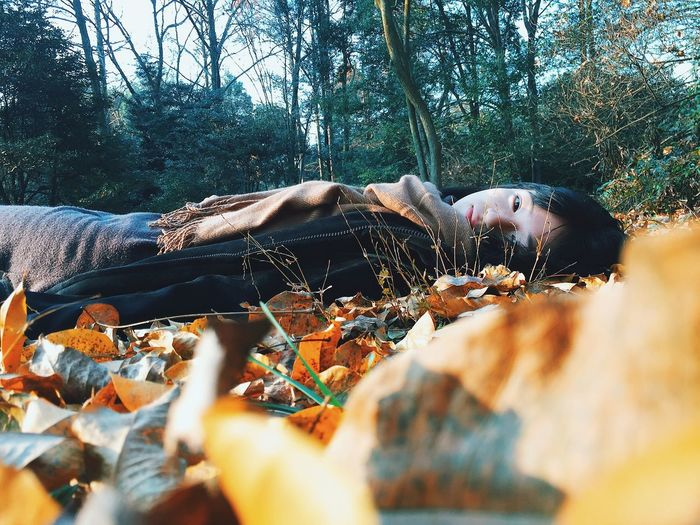 Outdoors Lying Lying Down Portrait Portrait Of A Woman The Portraitist - 2016 EyeEm Awards ThatsMe My Unique Style My Year My View Leaves Winter Wintertime Showcase: December