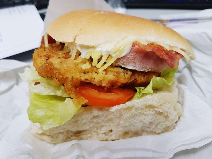 Food And Drink Burgers Burger Chicken Sandwich Chicken Burger Burgerporn Burger Time