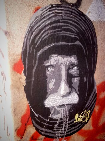 Very detailed stencil by .fra! Still not loving Mitte though! ;) Streetart Stencil Stencil Art .fra