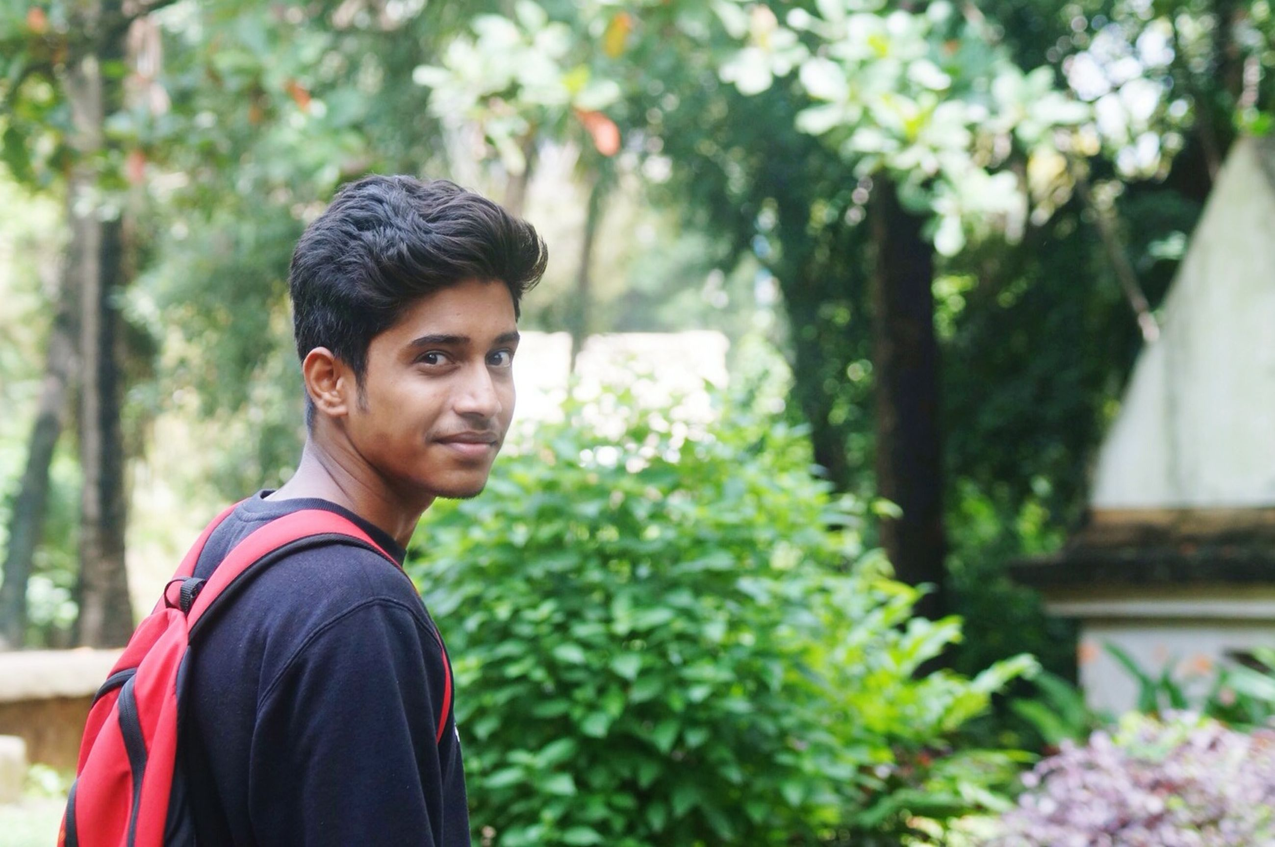 person, lifestyles, young adult, looking at camera, casual clothing, portrait, leisure activity, focus on foreground, smiling, front view, young men, standing, waist up, tree, headshot, happiness