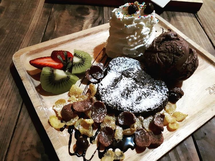 Sweet Food Food And Drink Indulgence Food High Angle View Dessert Table Temptation Indoors  Fruit Freshness No People Cake Unhealthy Eating Directly Above Ready-to-eat Close-up Tart - Dessert Day Chilling ✌ Feeling Free EatOut Chocolate Sauce Chilling Out Chill Mode