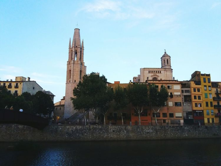 Architecture History Religion Building Exterior Travel Destinations Cityscape Outdoors Urban Skyline City Girona Cathedral Church Church Architecture Catalonia CataloniaExperience River Riu Onyar La Ciutat Dels Quatre Rius Sant Felix Cases Del Riu River Houses My City La Meva Ciutat Sunset