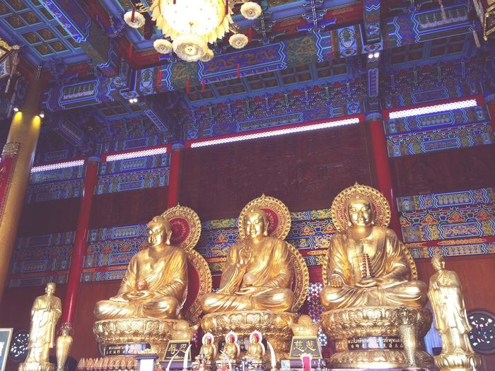 Buddha in Thailand 🙏🏽🙏🏽🙏🏽 Religion Statue Spirituality Place Of Worship Gold Colored Indoors  Sculpture Low Angle View Architecture No People Illuminated Gold Day