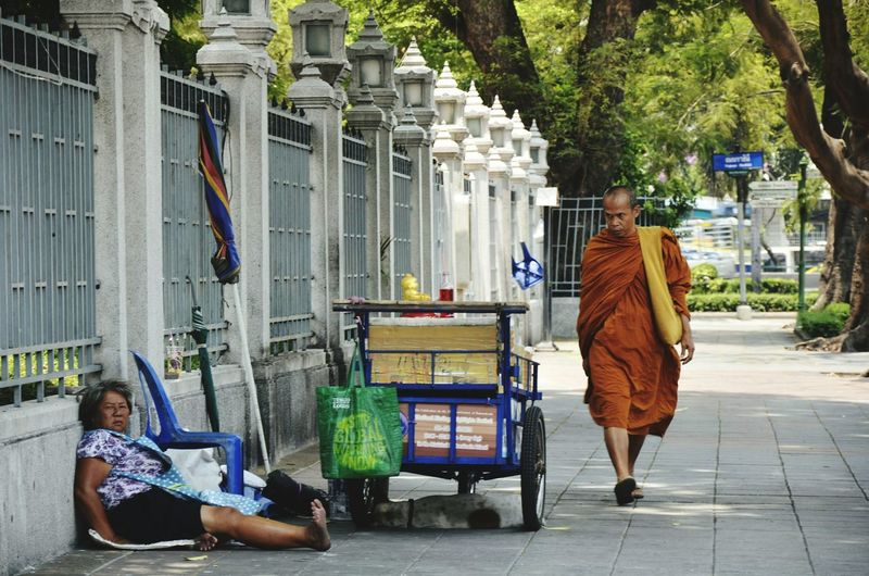 Bangkok Thailand Street Photography BKK Monk  Street Vendor Street Streetphotography Southeast Asia Travelshots Cityscenes Seeninthecity Feel The Journey