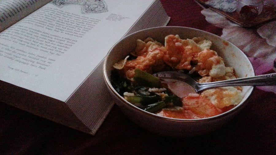 My dinner yesteryeay.. mati lampu dari jam 4 sampai gatau kapan udah nyala lagi ;D Dinner Time Yesterday Evening