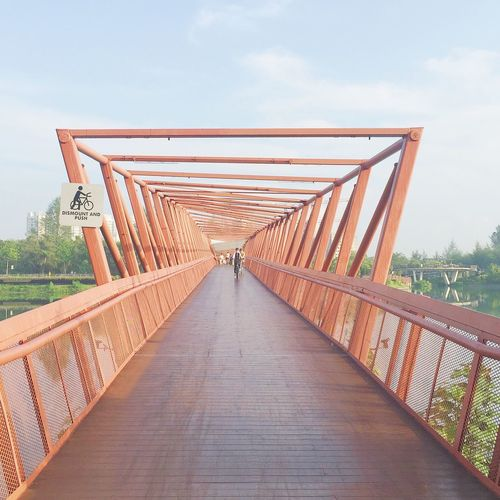 Op Art IPhoneography Walking Around Holiday At The Park Enjoying The View Enjoying Life Enjoying The Sun Jogging Bridge Great Capture Op Art