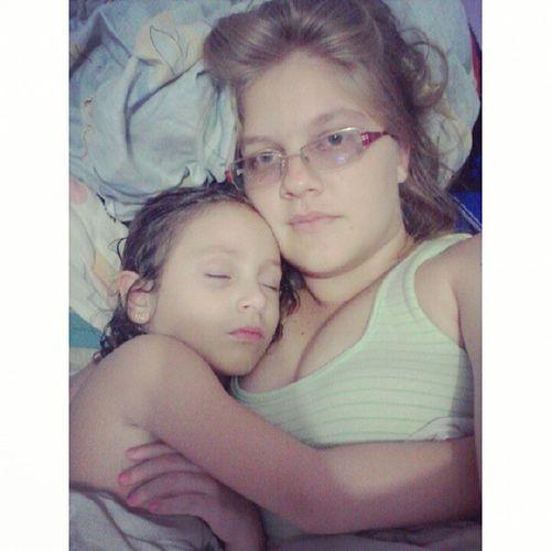 Dormiu titia, agarradinha. Minhabb Lolôdatitia Titiaama ♥