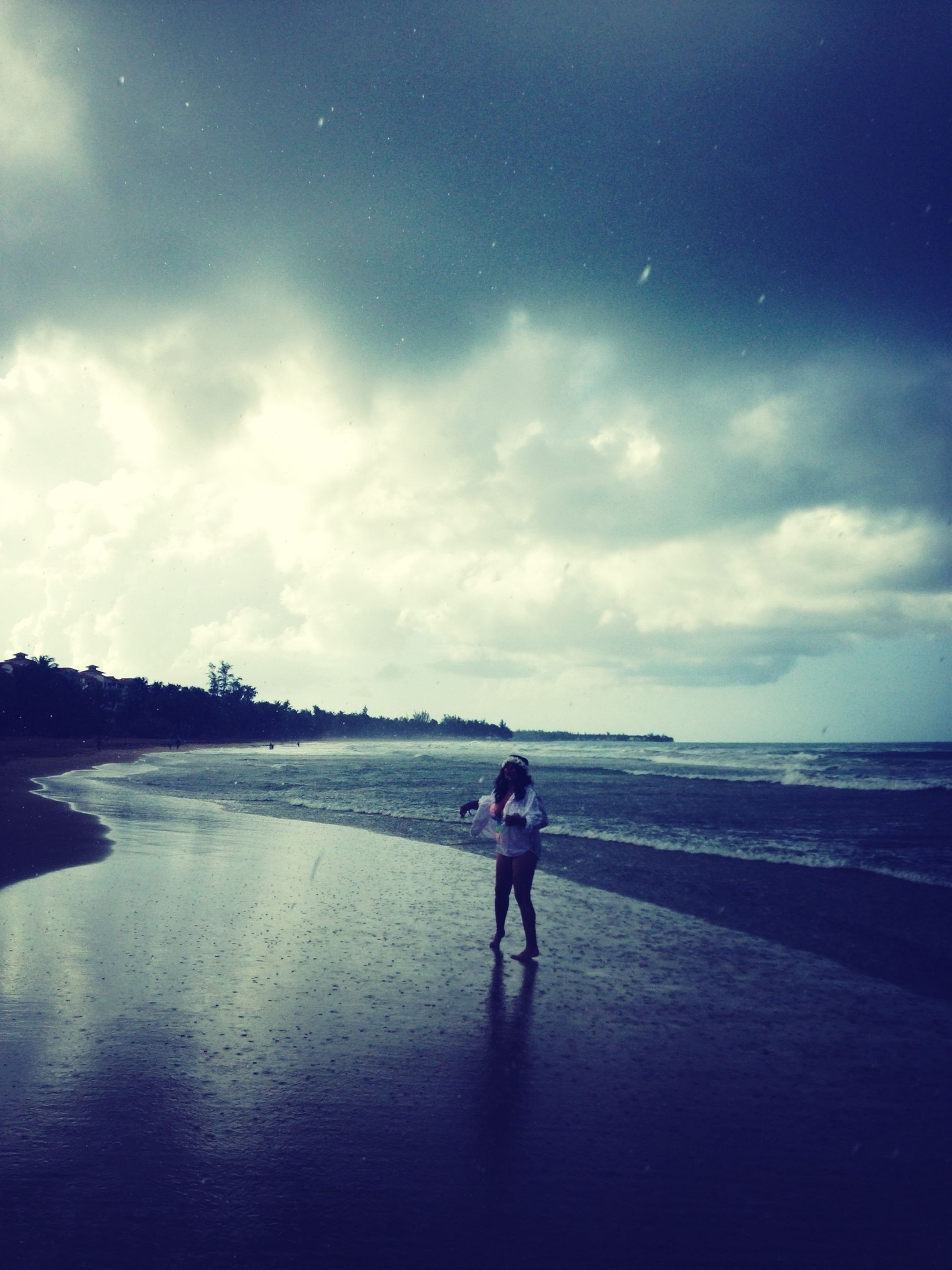 sky, sea, full length, beach, water, cloud - sky, horizon over water, shore, lifestyles, leisure activity, rear view, sand, cloudy, cloud, walking, nature, tranquility, standing