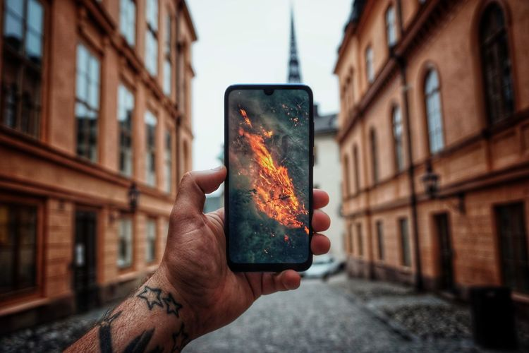 Screen 2019 Niklas Storm Maj Picture Human Hand Photography Themes Wireless Technology City Technology Device Screen Mobile Phone Personal Perspective Human Finger Finger Settlement The Street Photographer - 2019 EyeEm Awards The Architect - 2019 EyeEm Awards My Best Photo