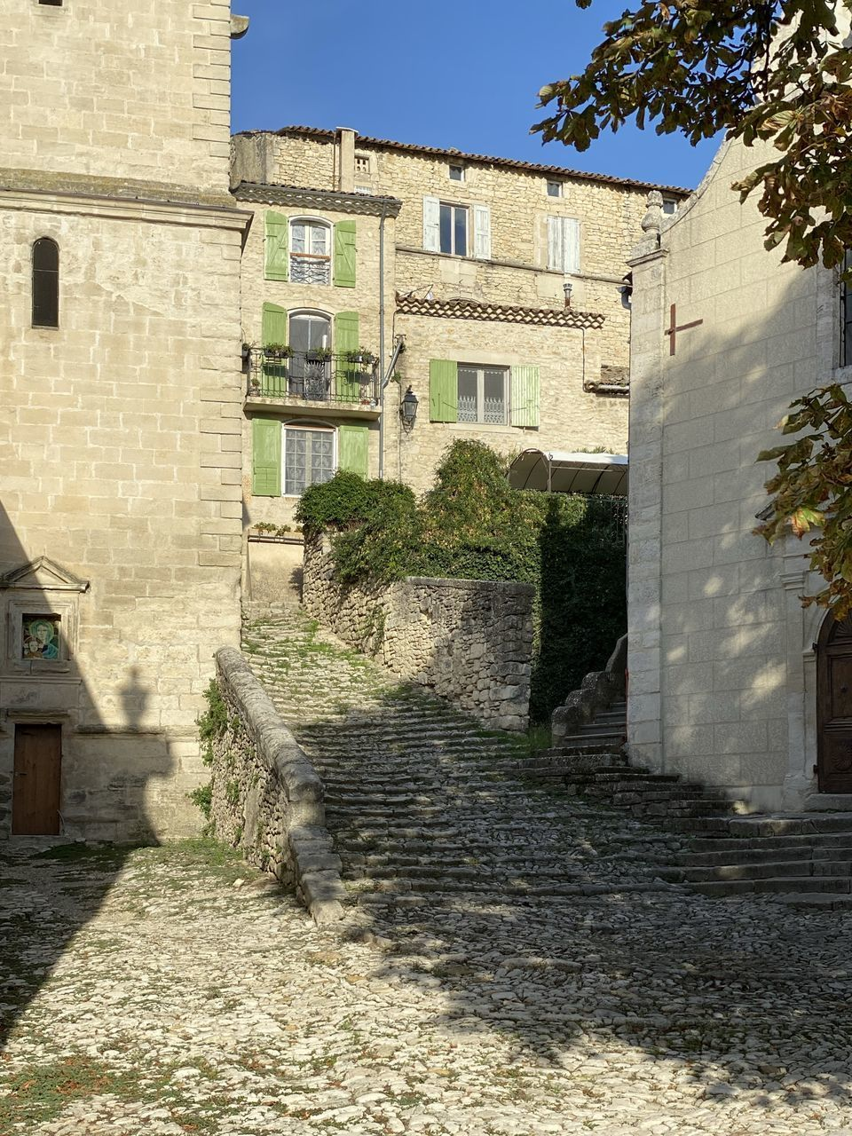 architecture, built structure, building exterior, building, sunlight, nature, day, no people, shadow, staircase, residential district, plant, wall, outdoors, tree, the way forward, city, direction, house, history, stone wall