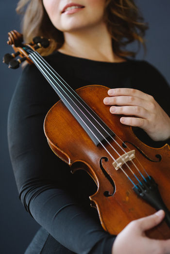 Violin Music Artist Arts Culture And Entertainment Beautiful Woman Bow - Musical Equipment Front View Holding Indoors  Midsection Music Musical Equipment Musical Instrument Musician One Person Playing Skill  String Instrument Violin Violinist Young Women
