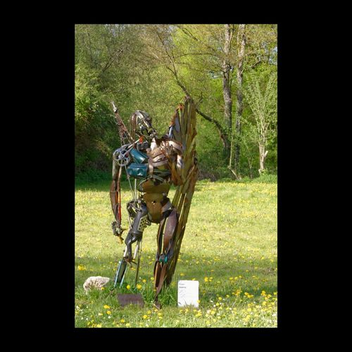 "Création ""Foyer Amitié"" - Bury - 41 - France Sculpture Expressive Sculpture ArtWork Urban Sculpture Metal Sculpture Soldier Creativity Art, Drawing, Creativity Creative Sculpting A Perfect Body"