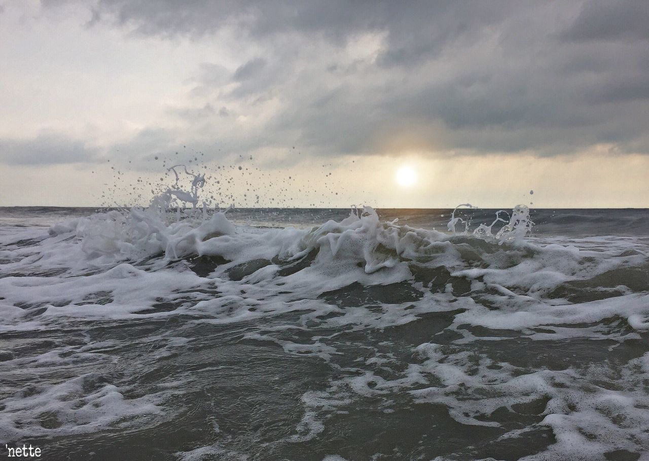 sea, beauty in nature, water, wave, motion, sky, power in nature, nature, sunset, horizon over water, no people, scenics, outdoors, cloud - sky, hitting, force, day