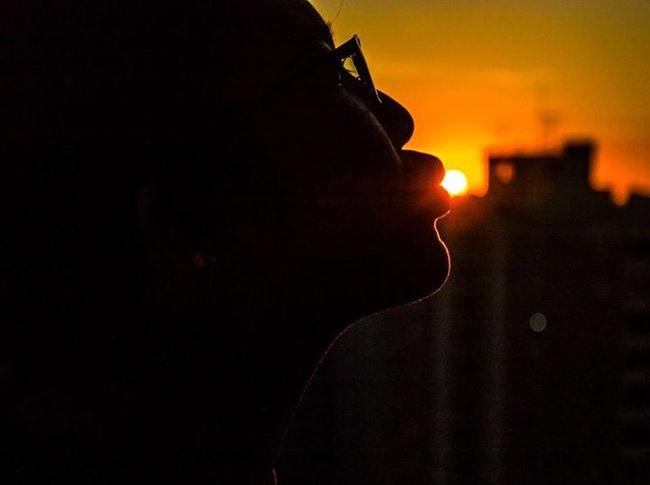 Silhouette kissing the sun!! Hanging Out Hello World Sunset Silhouettes Enjoying Life Taking Photos Cmkphotos Popular Photos Saopaulocity
