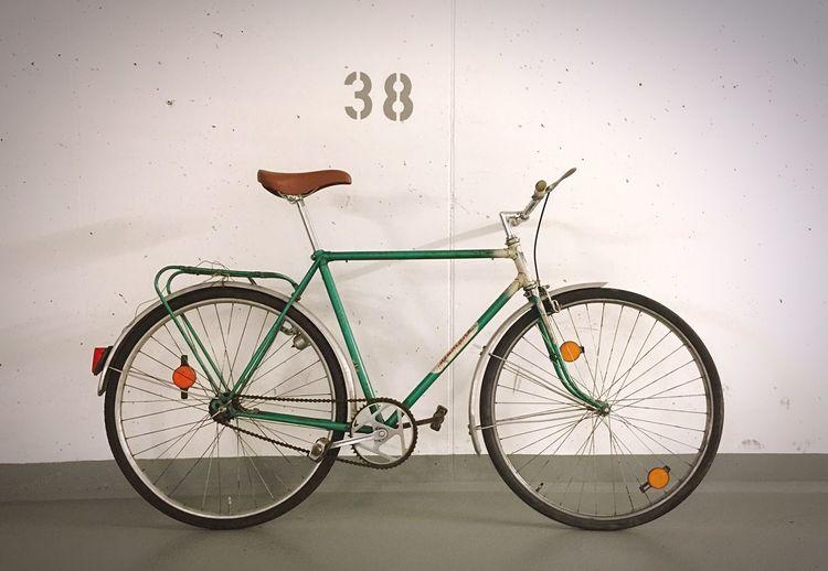 Opas alte Schese rollt wieder, weitgehend Original und etwa 50 Jahre alt. Der Rost gehört dazu. Period. Fahrrad Bycicle Cycle Riding Bike