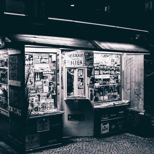 Kiosk f6 Berlin Kiosk Späti Monochrome chorinerstr oderbergerstr schönhauserallee kulturbrauerei prenzlauerberg