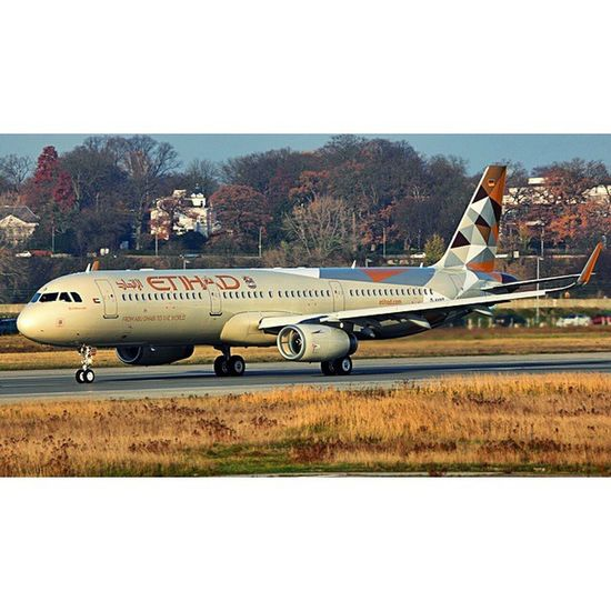 Loving etihad's new livery..... Tbh it looks better on narrow body then there heave jets. Etihad Reimagined Diamonds UAE airbus shaklets A321