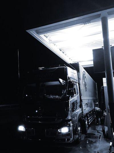 Fuel is filled up.。゚+.(・∀・)゚+.゚ Truck On The Road Hello World Starting A Trip EyeEm Best Shots EyeEm Japan EyeEm Gallery Self Portrait EyeEmBestPics EyeEm Best Edits EyeEm Japan Photography Japan Blackandwhite Black And White Monochrome