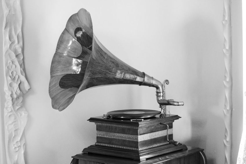 https://www.youtube.com/watch?v=mEmyZLaaRWc Gramophone Fashion Nostalgia Nostalgic Photo Style Arts Culture And Entertainment Old-fashioned Music Old Style Living Interior Style Lieblingsteil