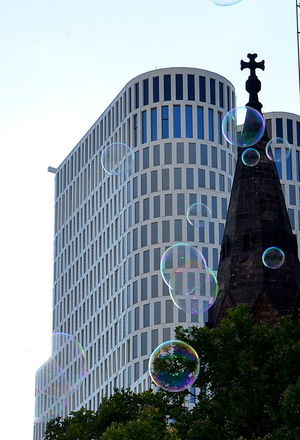 Berlin Photography Built Structure Skyscraper Building Exterior Architecture City Gedächtniskirche Berlinstagram Berlindubistsowunderbar Kurfürstendamm Motelone Modern Architecture Upper West Berlin Seifenblasen Bubbles Ballon Minimaliste OLD NEW Soap Bubbles
