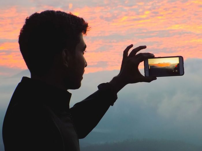 Good Morning Me Sky Candid Winter Autumn Cold Temperature Pc Akshay Hills India Camera Morning Morning Light Morning Sky Early Morning Earlymorning  Mobile Phone Colours Of Nature Cloud - Sky Colorful Colors Sunrise Sunrise Silhouette Sunrise - Dawn Sunrise Colors Human Hand Men Silhouette Sky
