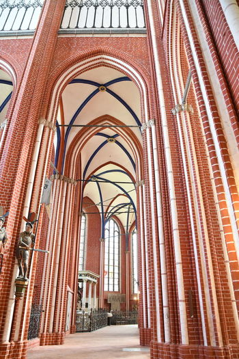 Münster Bad Doberan innen Münster Bad Doberan Innenansicht Kirchenschiff Architecture Built Structure Arch Building No People Building Exterior Day Outdoors In A Row City Architectural Column Direction Religion Arcade Low Angle View Place Of Worship Belief Pattern Wall Entrance Place Neighborhood Location Arched