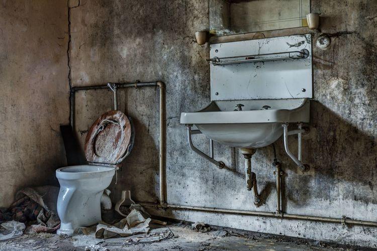 Urbex Urbexphotography Abandoned Places Verlassene Orte Lostplaces Urbexexplorer Urbex_supreme Day Toilet Bowl Flushing Toilet