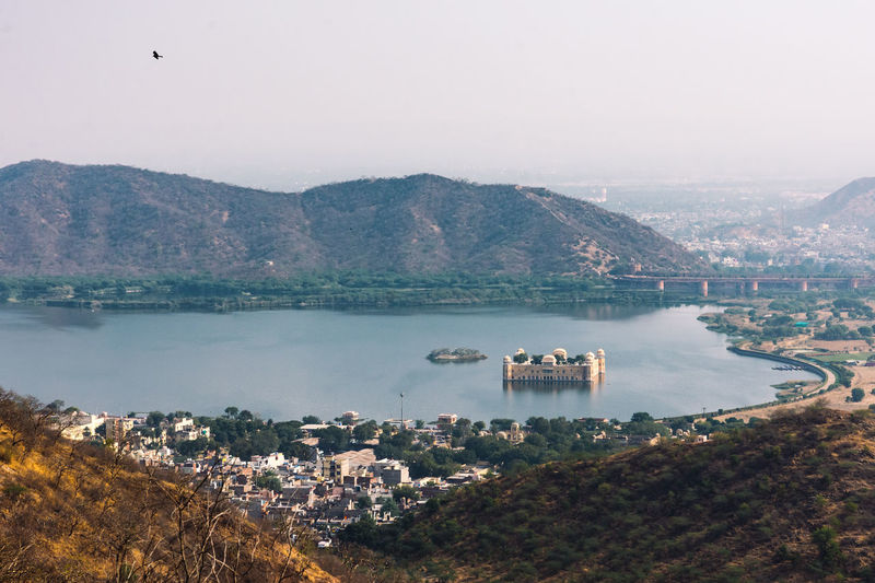 Man sagar lake with mountains in the background and jal mahal