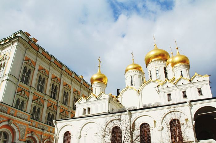 Kremlin Architecture Russia Russia Moscow, Russia Moscow Kremlin Kremlin Complex Cathedral Cathedral Of The Annunciation Religion Politics And Government Outdoors Gold Sky No People Cloud - Sky Built Structure Place Of Worship Gold Colored Travel Destinations Architecture