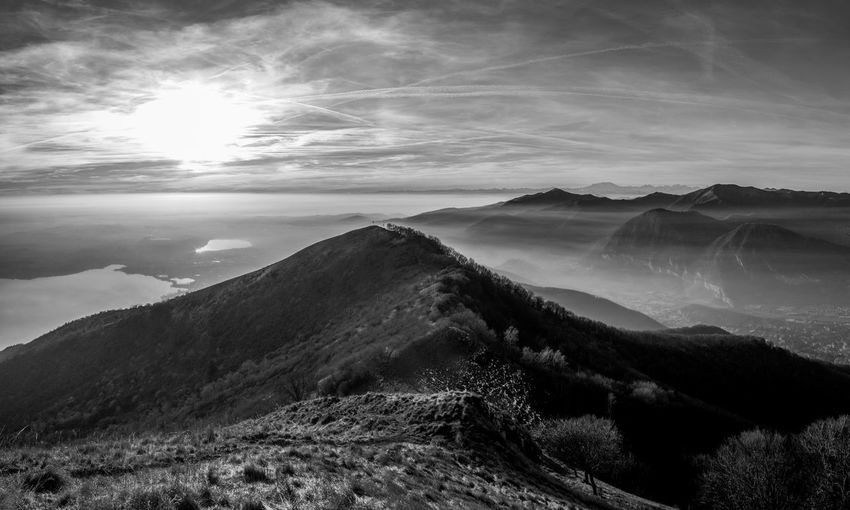 BW. Paesaggio di inizio inverno. BW. Early winter landscape. Sky Cloud - Sky No People Day Beauty In Nature Clear Sky EyeEm Best Shots EyeEmNewHere EyeEm Nature Lover EyeEm Selects EyeEm Gallery Landscape Land Mountain Mountain Range Nature Nature_collection Relaxing Sunset Tranquility Travel Destinations Non-urban Scene Blackandwhite Blue Black And White