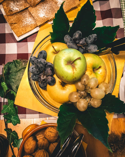 Törggelen Food Food And Drink Fruit Healthy Eating Freshness Indoors  Still Life Table Wellbeing Leaf No People Plant Part Directly Above Apple - Fruit High Angle View Close-up Kitchen Utensil Eating Utensil Ready-to-eat Plate Apple Leaves